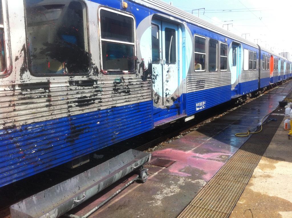 Le nettoyage des trains for Nettoyage sol exterieur